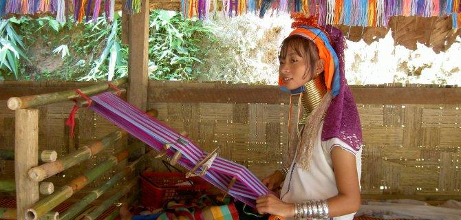 Oferta viaje tailandia triangulo de oro y mujeres jirafa for Piscina triangulo de oro